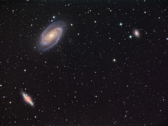 champ des galaxies M81, M82 et NGC3077 au Newton-Cassegrain de 300mm.